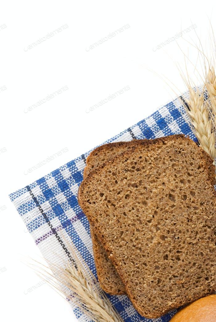 pan de centeno y espigas de trigo