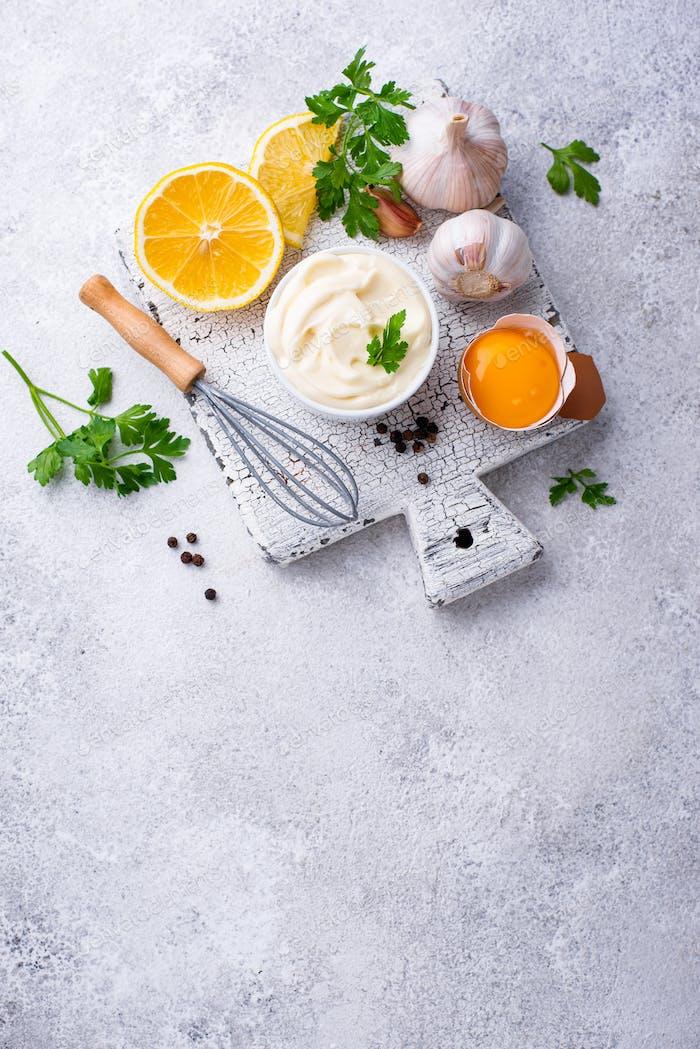 Hausgemachte Mayonnaise Sauce mit Zutat