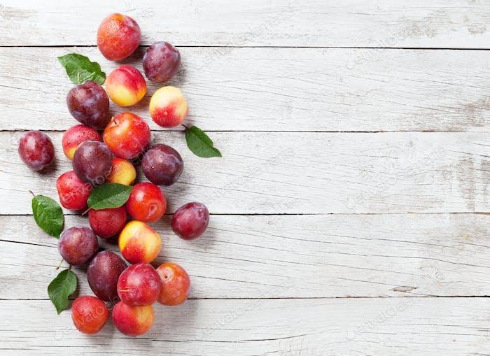 Frische reife Pfirsiche