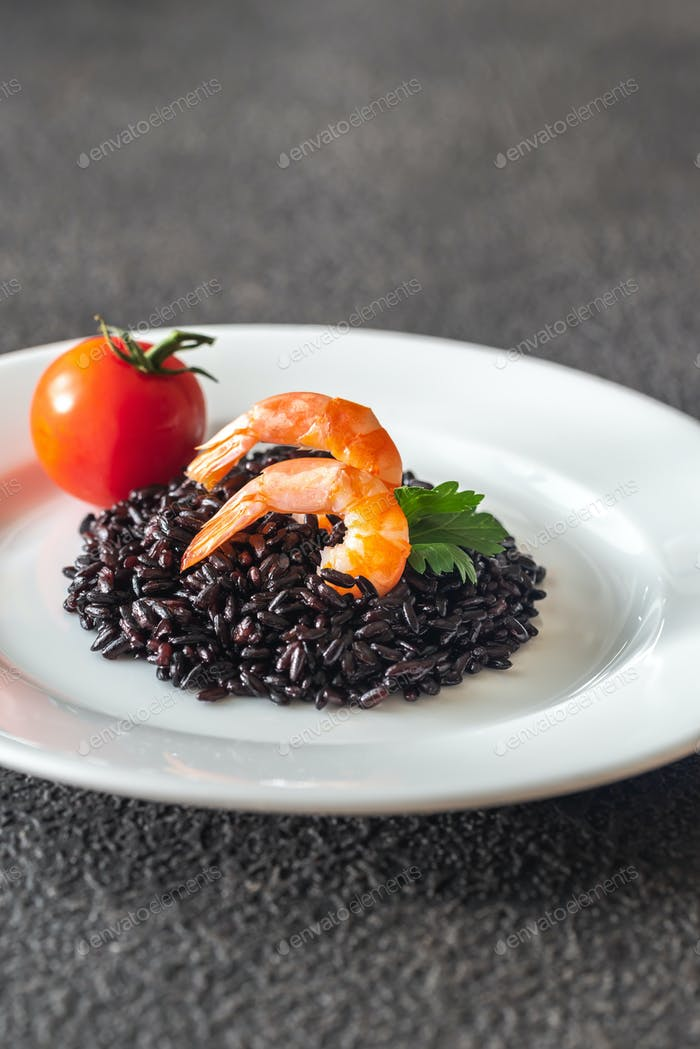Black rice with shrimp