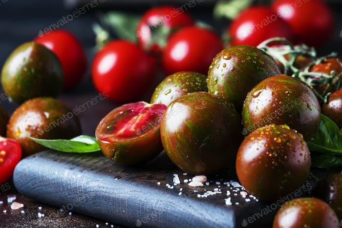 Brown cherry tomatoes with sea sal