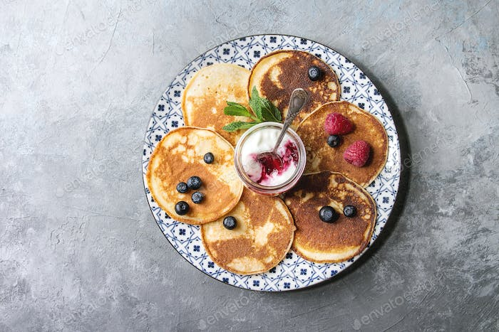 Pancakes with berries