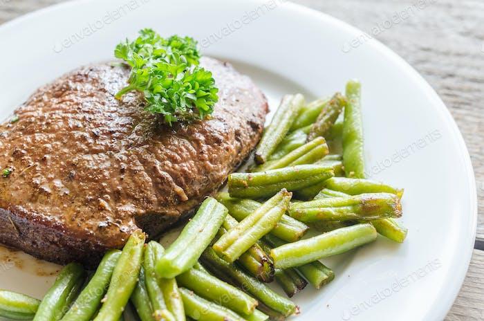 Rindersteak mit grünen Bohnen