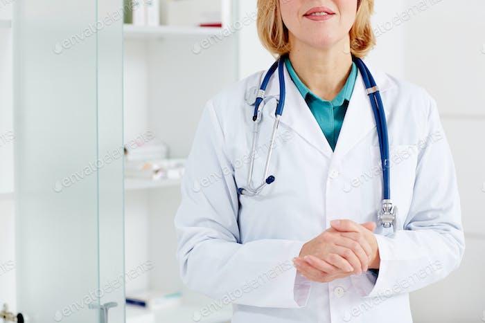 Therapeutist in whitecoat