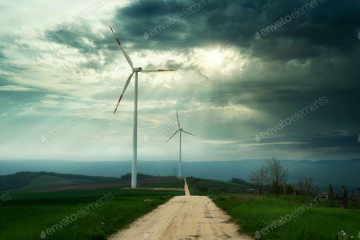 Windkraftanlagen auf dem Feld