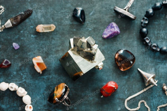 Various precious and semiprecious stones