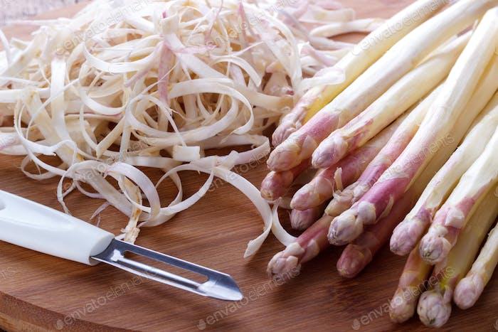 Peeled asparagus on a board