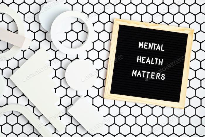 La salud mental importa cita motivacional en el tablero de cartas. Inspiración texto psicocológico