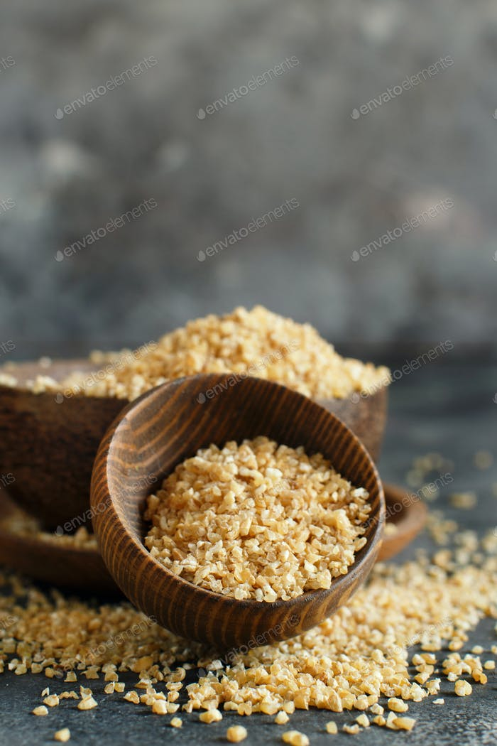 Dry bulgur wheat grains