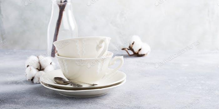 Zwei Retro Porzellan Teetassen
