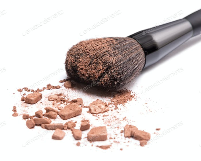 Bronzer to face contouring or creating tanned look