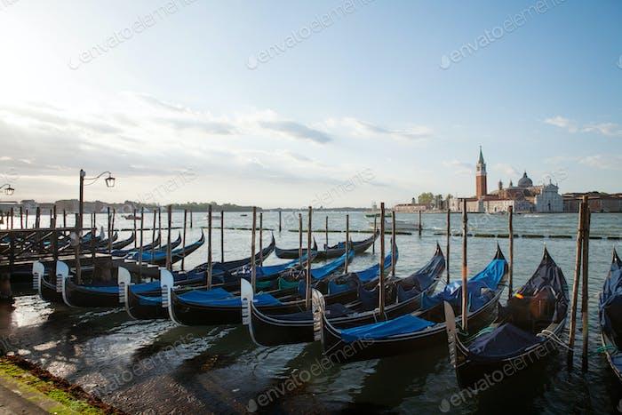 Gondeln in Canal Grande in Venedig, Italien
