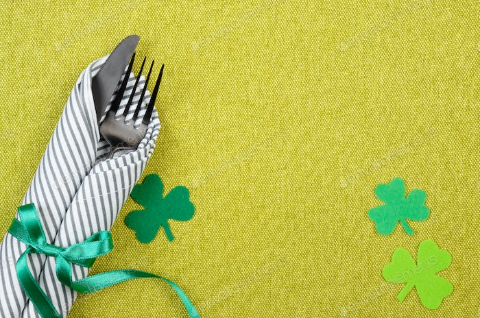 St. Patricks Day Flat Set mit Besteck Gabel, Messer und Serviette