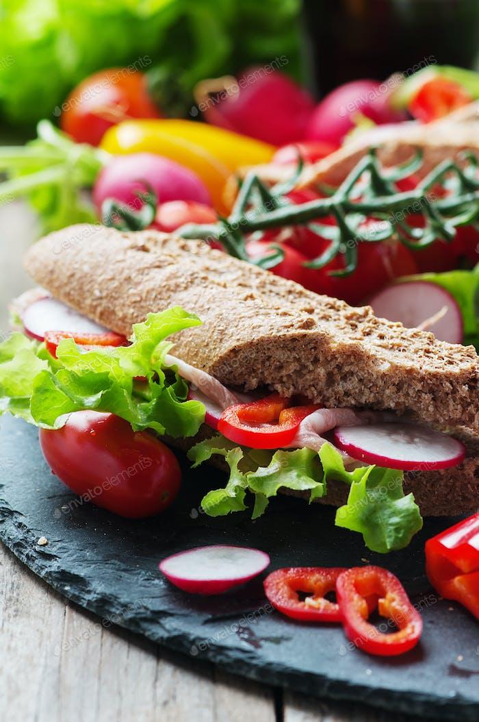 Sandwich with wholegrain bread and prosciutto