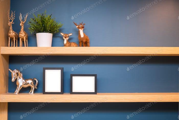 shelf picture decorate