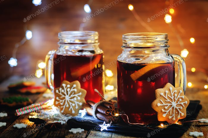 Mulled wine with gingerbread cookies and Christmas light