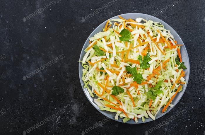 Weißkohl Salat Krautsalat mit Karotte