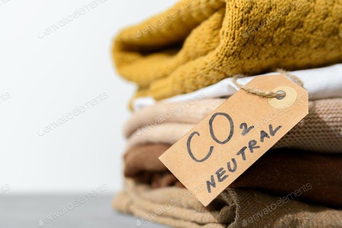 Ropa con etiqueta de emisión de carbono