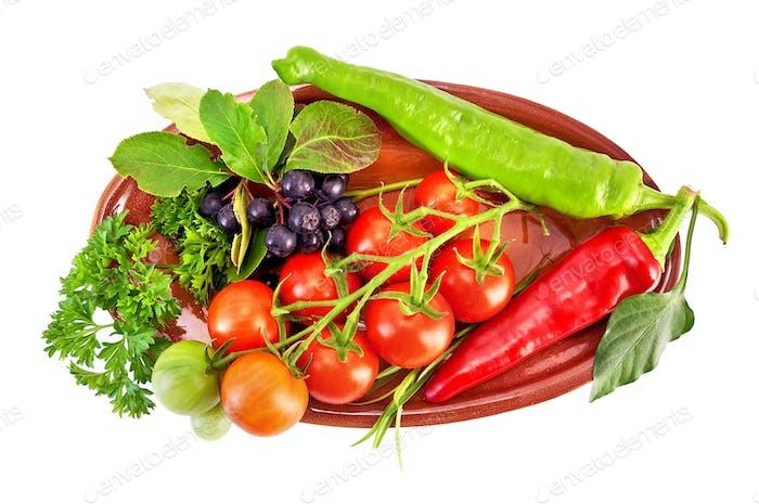 Gemüse auf einer Keramikplatte