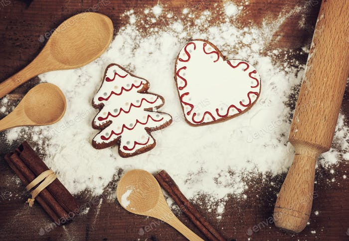 Gingerbread cookies ingidients and flour
