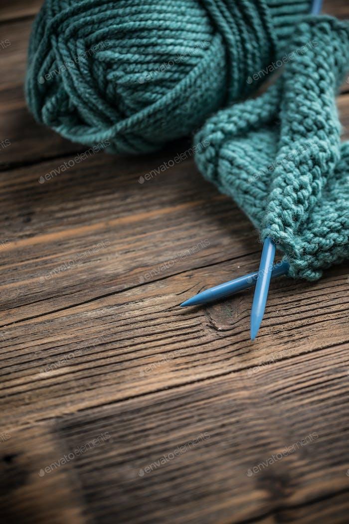 Knitting needle