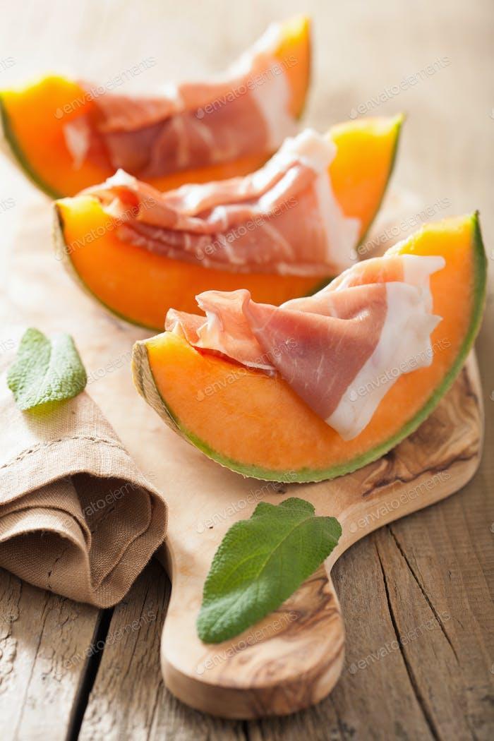 Melone Melone mit Schinken. Italienische Vorspeise