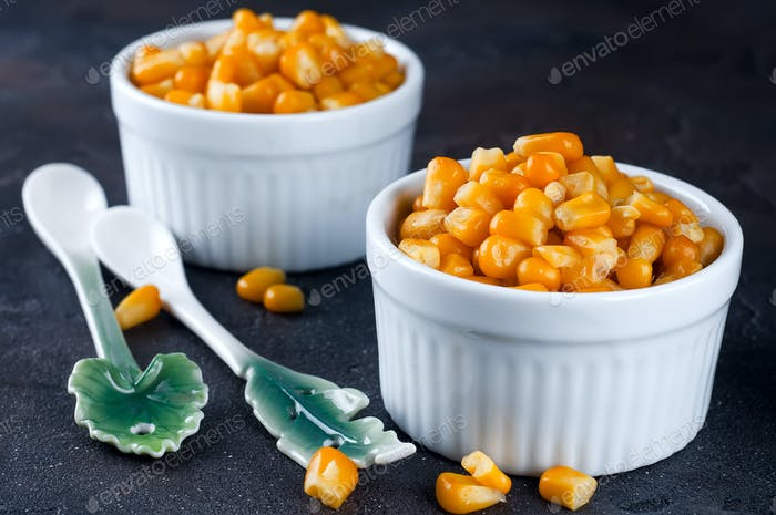Boiled corn kernels in white cups