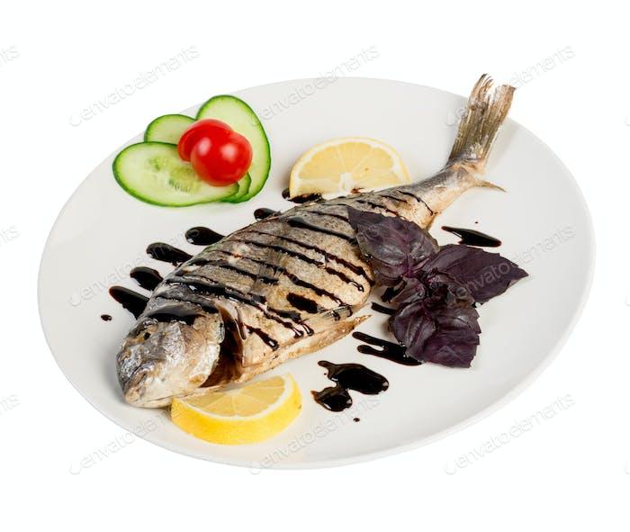 gebratenen Fisch auf dem weißen