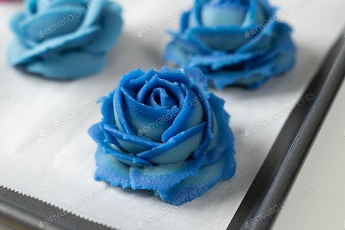 Blue rose flower mooncake