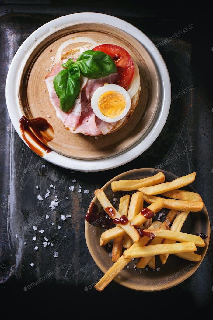 Sandwich mit Bratkartoffeln