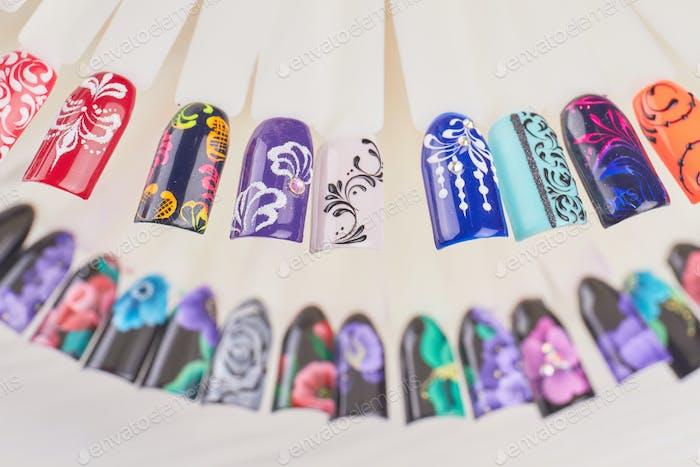 Finger-Nailart-Designbeispiele