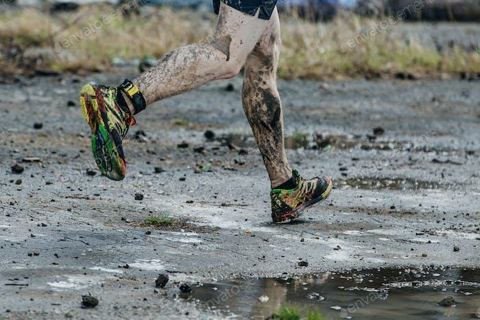 schmutzige Beine Männer Läufer