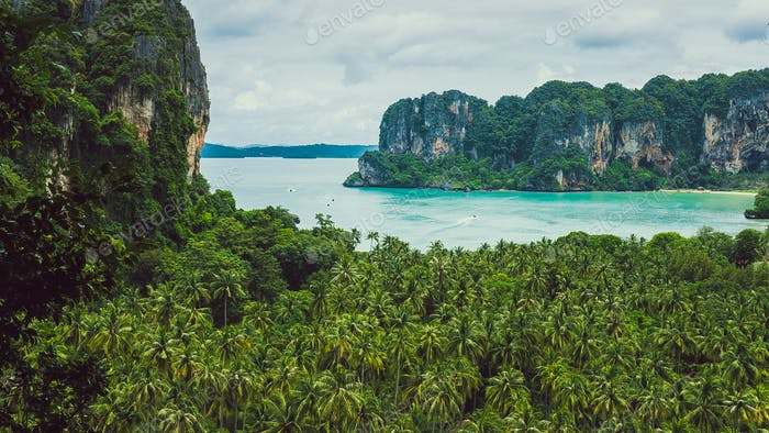 Blick auf Railay Strand von einer Höhe, Krabi, Thailand