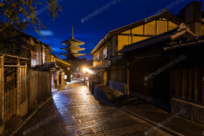 Oriental streets of Higashiyama district in Kyoto