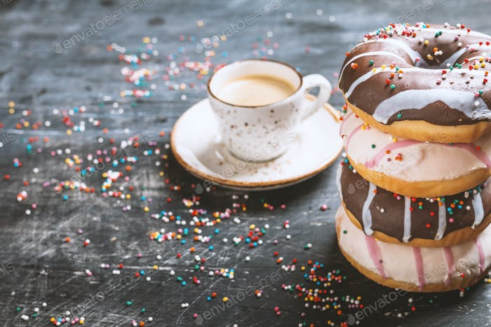 Stapel leckerer Donuts