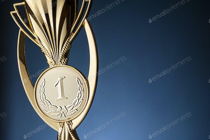 Trofeo o copa de los ganadores del campeonato de oro