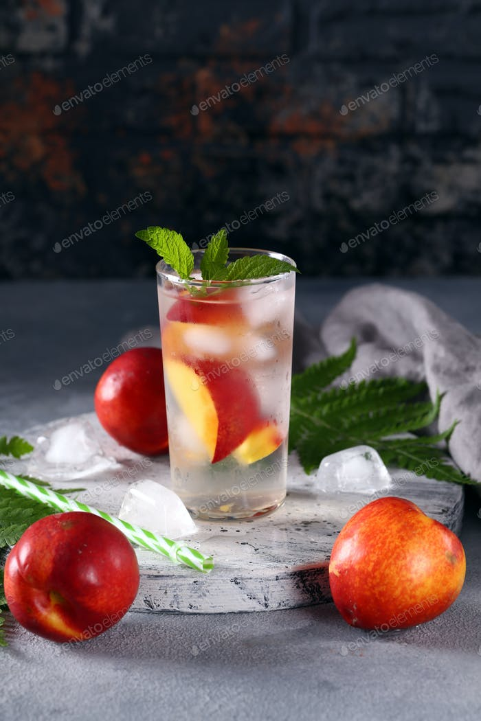 Lemonade with Mint and Peach