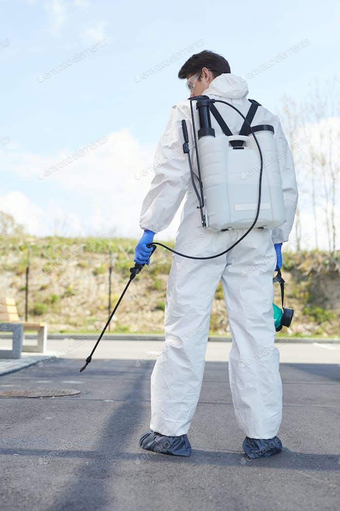 Desinfektion Worker zurück Ansicht