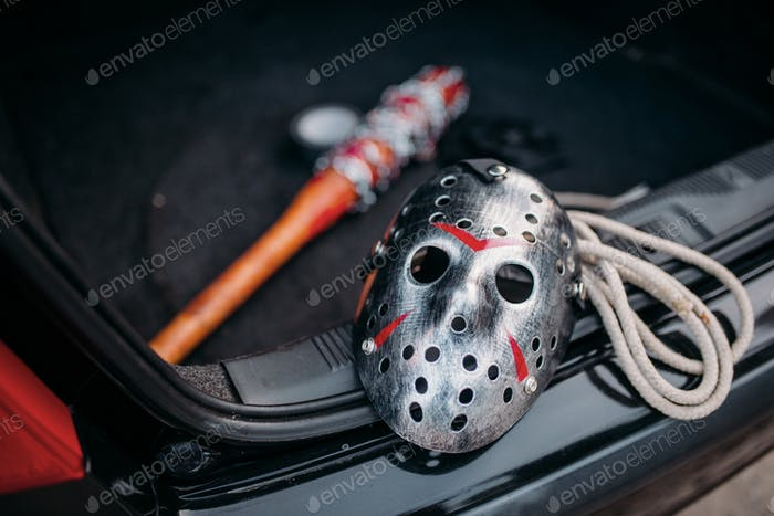 Hockey mask, baseball bat, rope, murderer concept