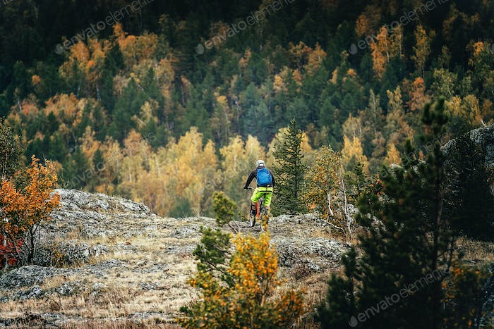 Man Mountainbiker