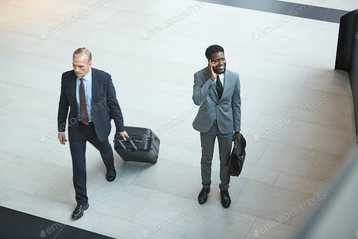 Бизнесмены в аэропорту