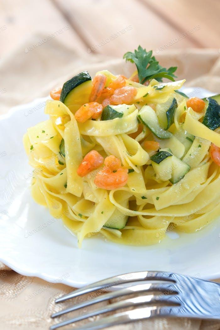 Pasta zucchini and shrimp