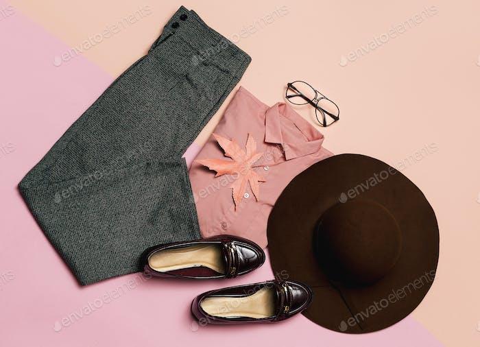 Stilvolles Kleidungsset. Frühling. Zubehör Hut und Vintage-Schuhe
