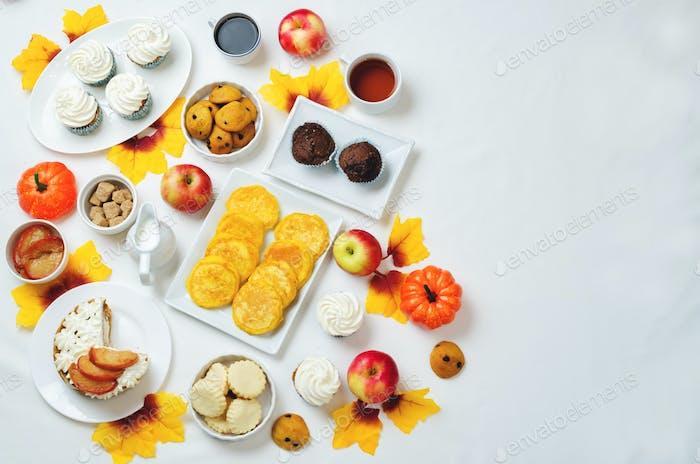 Herbst Süßigkeiten und Backen Feier Tisch Einstellung