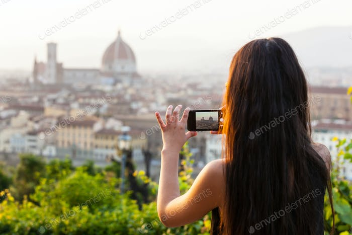 Teen in Florence takes a picture at the panorama.