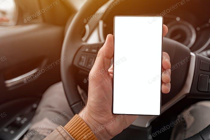 Smartphone leere Bildschirm Mock up in der Hand des Fahrers