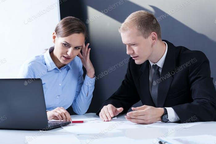 Geschäftsleute haben Probleme bei der Arbeit