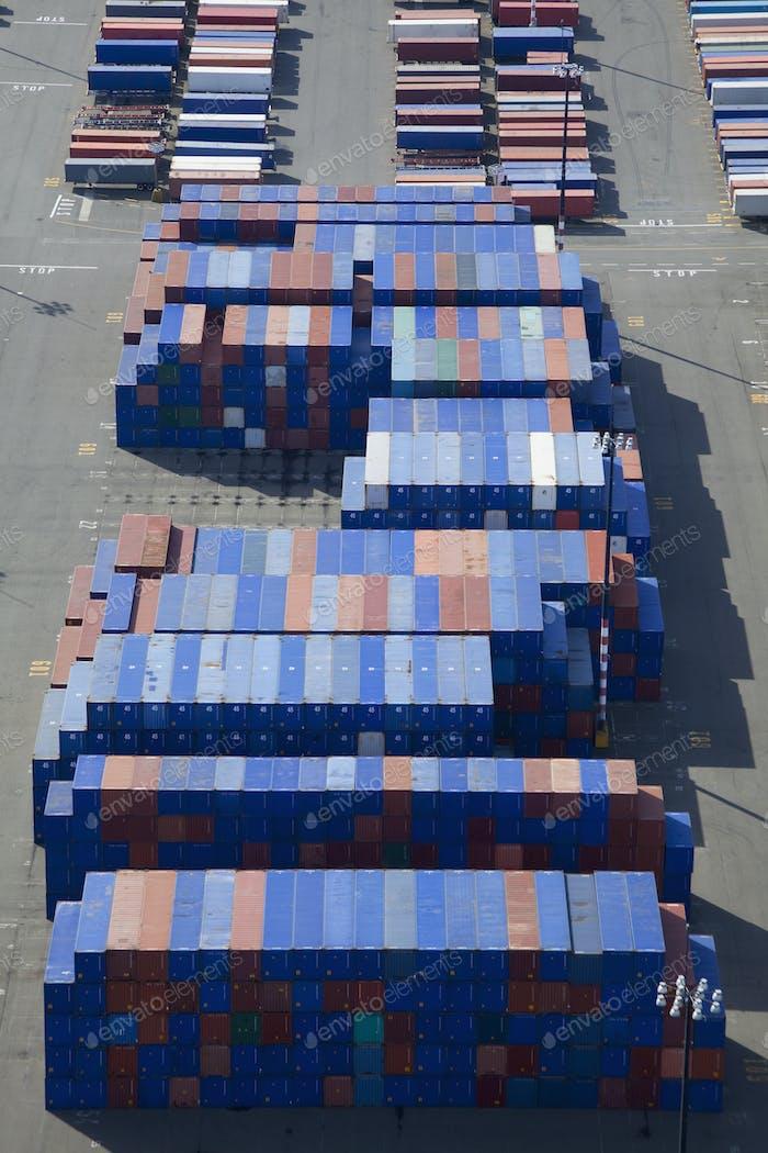 45621, Transportbehälter, die auf Sattelstapler verladen werden