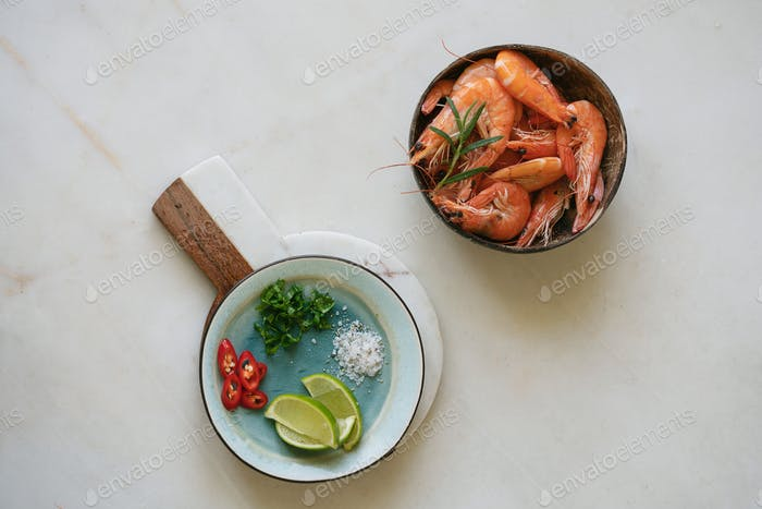 Shrimps with herbs, lime and spices