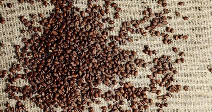 Haufen gerösteter Kaffeebohnen